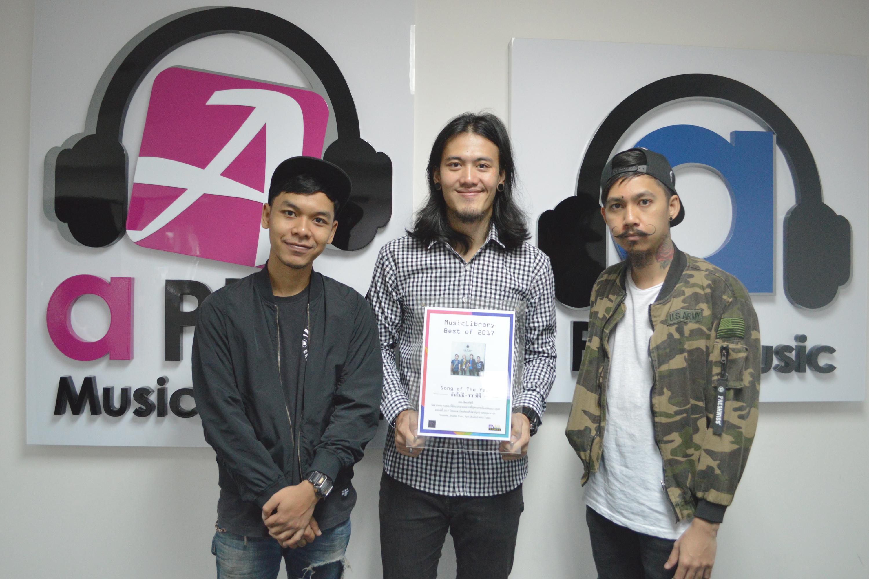 ศิลปินวง ทีที จากค่าย A Play Music ได้รับรางวัล Song of the year 2017 จาก MusicLibrary